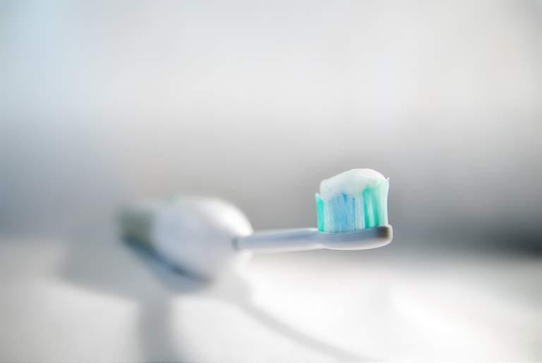 Handzahnbürste vs. Elektrische Zahnbürste