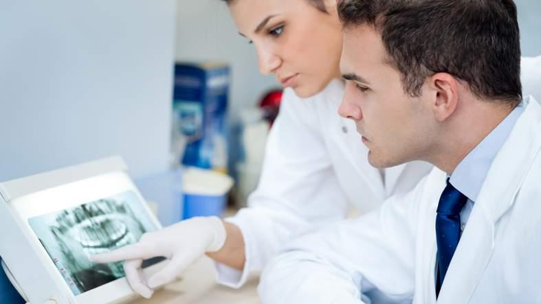Angestellte Zahnärztin / Angestellter Zahnarzt