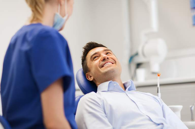 Mehrzahl der Deutschen geht regelmäßig zur Professionellen Zahnreinigung (PZR)