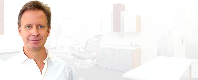 Dr. med. dent. Marcus Nowak, Zahnarzt für Zahnimplantate und Oralchirurgie